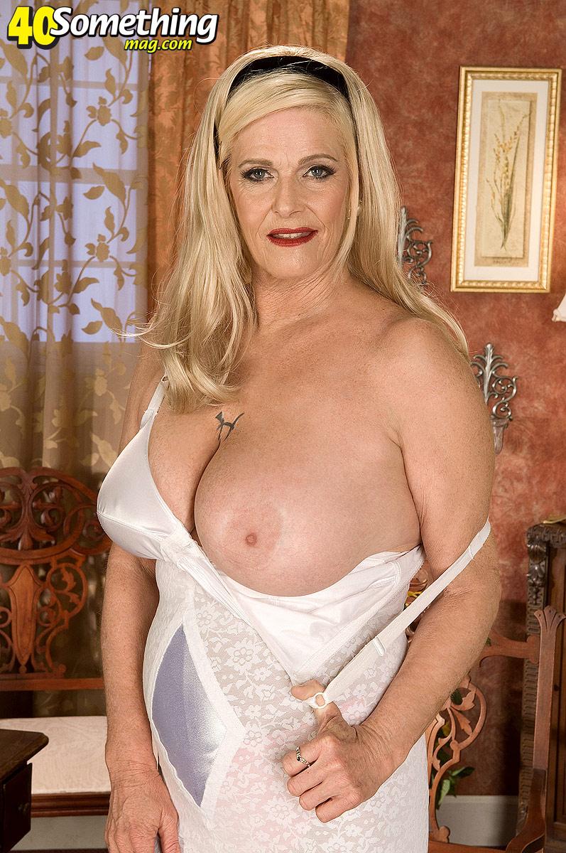 Сексуальная грудь мамаши 7 фотография