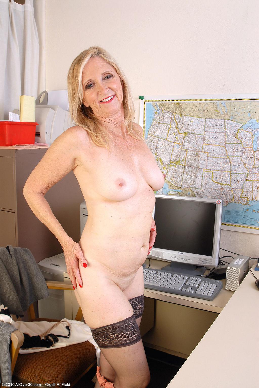 Старые голые секретарши 14 фотография